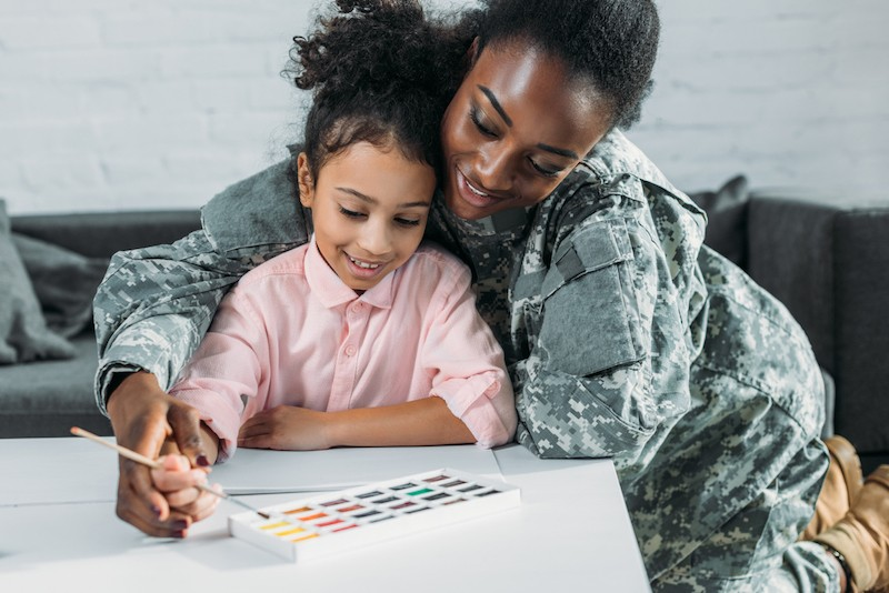 image of soldier mom with daughter